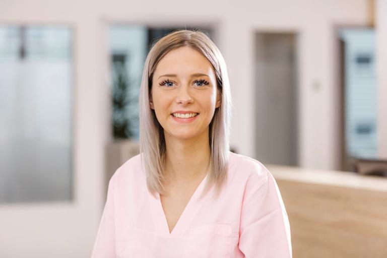 Hausarzt Köln Innenstadt - Dr. Lucia Bachner - Team - Vanessa De Haas