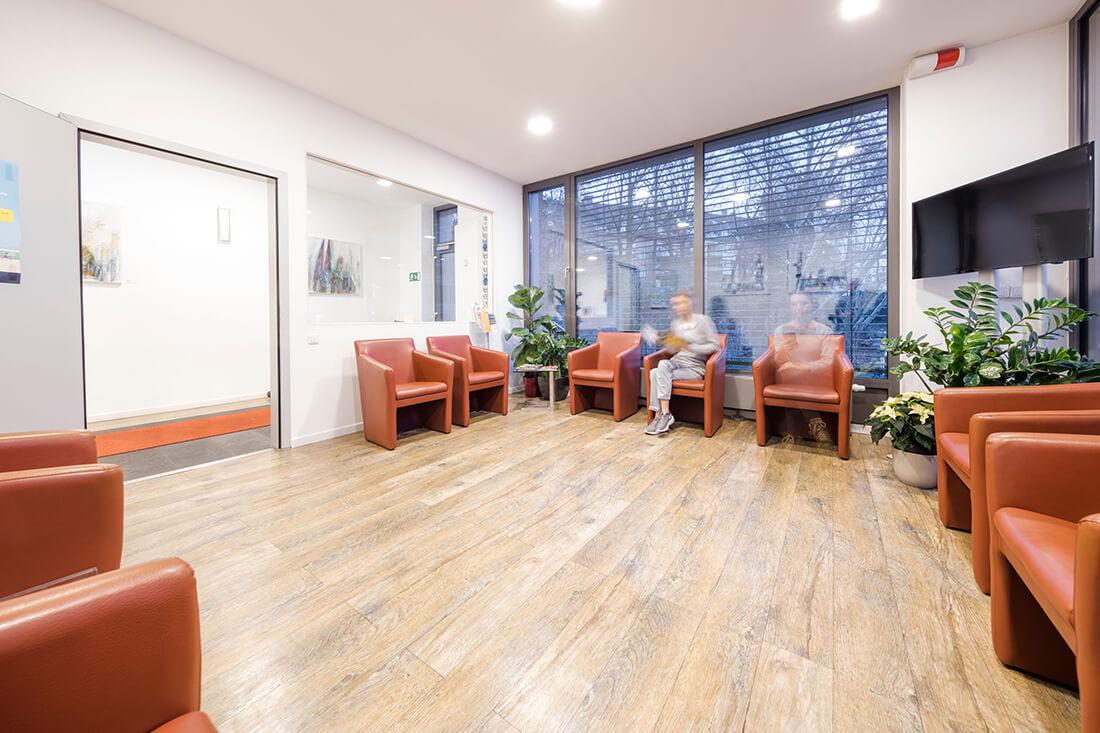 Hausarzt Köln Innenstadt - Dr. Lucia Bachner - Wartezimmer der Praxis